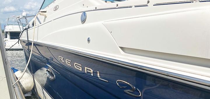 Скидка 33% на двухчасовую прогулку на моторной яхте «Regal» от яхтенного клуба «YachtBand»