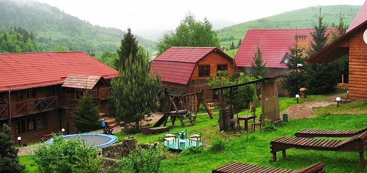 От 3 дней отдыха с завтраками на базе отдыха «Бойковский двор» в Карпатах
