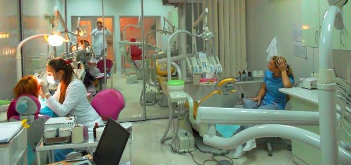 Ультразвуковая чистка, Air-Flow, фторирование и полировка зубов в медицинском центре «Велес»