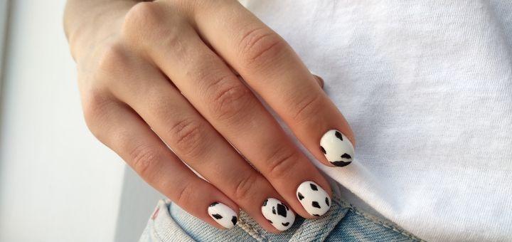 Маникюр и педикюр с однотонным покрытием гель-лаком в салоне красоты «Nails Love»