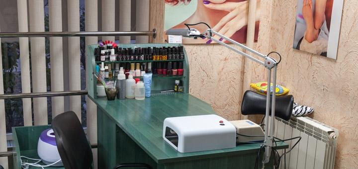 Классический маникюр и педикюр с покрытием и дизайном ногтей в салоне красоты «Шанти»