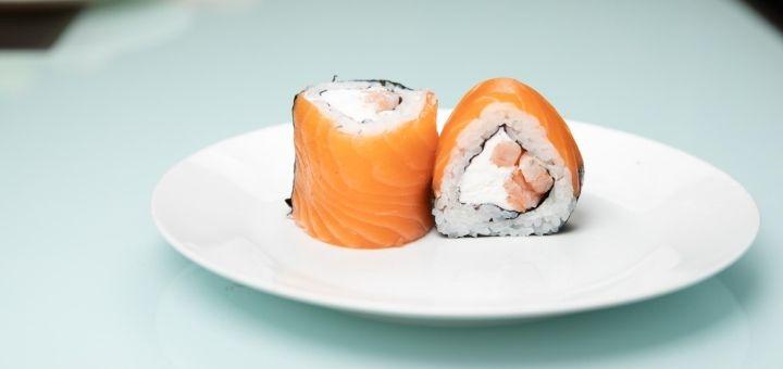 Скидка до 50% на суши, роллы, сеты, гриль меню и пиццу в «Freedom Party Bar»