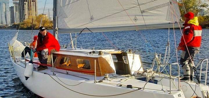 Скидка до 35% на прогулку или мастер-класс по управлению яхтой «Виктория»