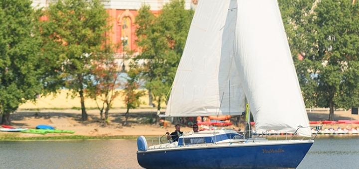 Скидка 40% на трехчасовую прогулку на яхте под парусами от яхтенного клуба «Yacht Fun»