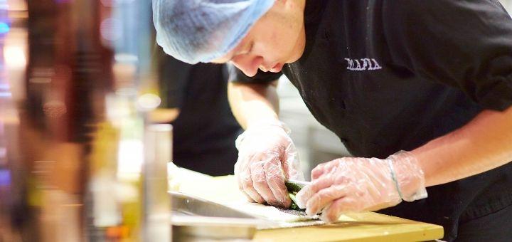 Скидка 50% на меню кухни в ресторане «Якитория» в ТРЦ «Караван»