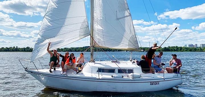 Скидка 30% на трехчасовую прогулку на яхте под парусами от яхтенного клуба «Yacht Fun»