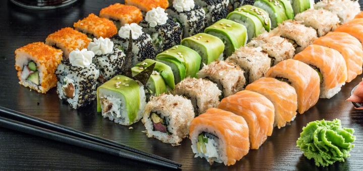 Скидка 50% на меню кухни, суши-бар и пиццу в ресторане «Mafia» на Золотых воротах