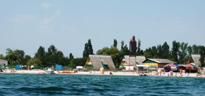 От 3 дней отдыха в октябре на базе отдыха «Лазурный берег» в Лазурном на Черном море