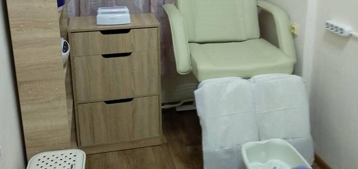 Маникюр и педикюр с покрытием гель-лаком в студии «Good Nails»