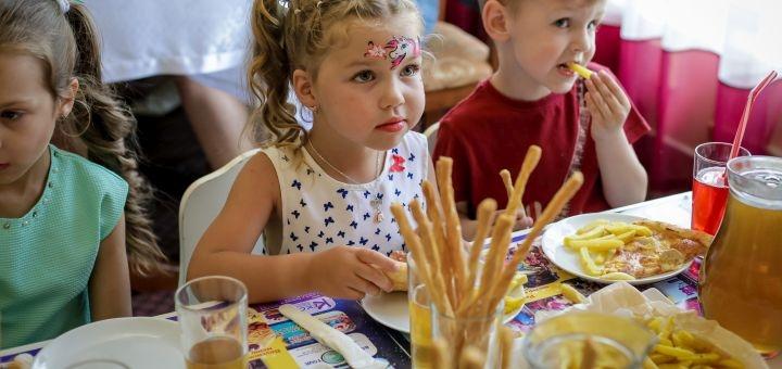 Скидка 50% на пиццу, наггетсы, фри и посещение игровой комнаты в кафе «Детское пространство»