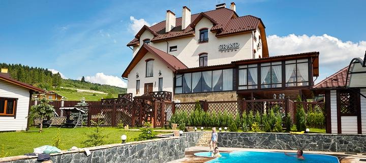 От 3 дней отдыха осенью с трехразовым питанием и сауной в отеле «Villa Grand» в Сходнице