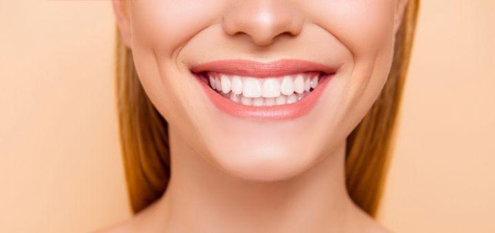 Скидка до 70% на уз-чистку зубов, полировку или фторирование в «Стоматология на Кирова»
