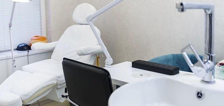 Мужской или женский медицинский педикюр в салоне красоты «Akwell»