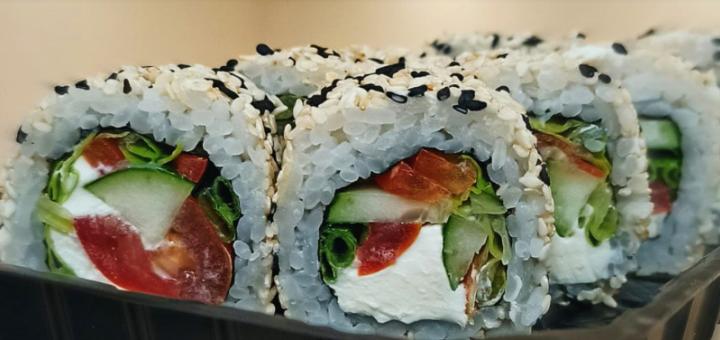 Скидка 50% на суши-сеты и 40% на остальное меню кухни в суши-баре «Let's Roll»