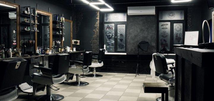 Скидка 50% на стрижку волос или бороды с камуфлированием в барбершопе «Crafty»