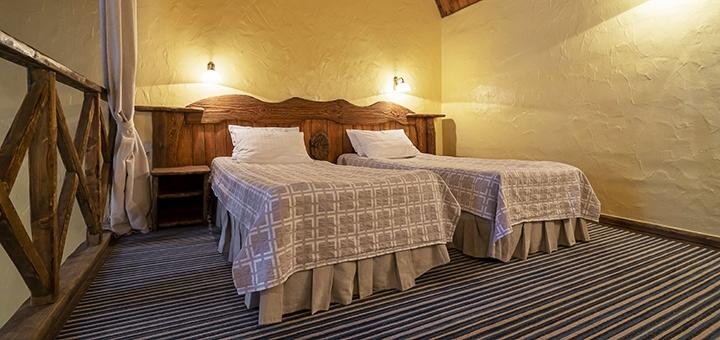 От 2 дней с завтраками и посещением сауны или кинотеатра в отеле «Древній Град» во Львове