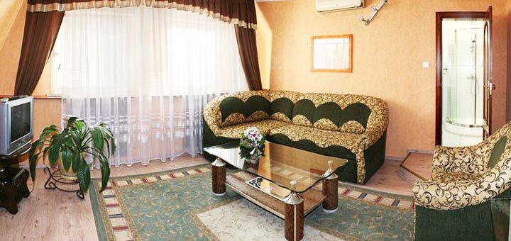 От 2 дней отдыха зимой, на Новый год и Рождество в отеле «Эдуард» в Ужгороде