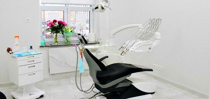 Скидка 60% на отбеливание зубов «Opalescence» с фторированием в стоматологии «The Dent»