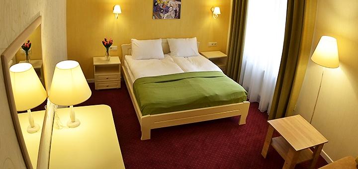 От 3 дней отдыха с завтраками и посещением сауны в отеле «Ажур» вблизи пляжей «Золотой Берег»