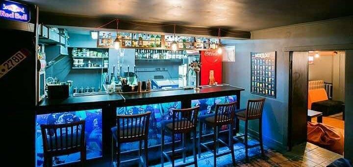 Бургер и рepsi или сок в кальян-баре «Brighton Beach»