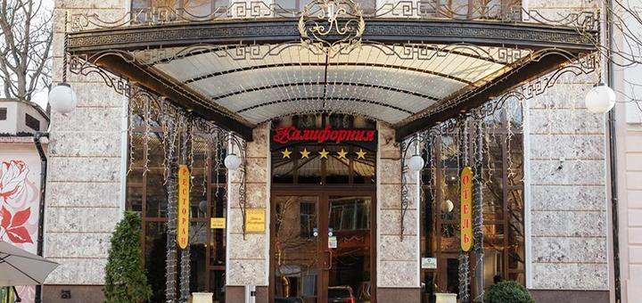От 2 дней с завтраками в пятизвездочном отеле «Калифорния» в центре Одессы на Черном море