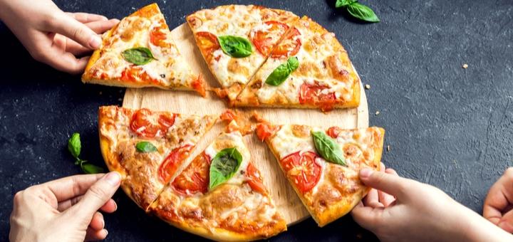 Скидка 40% на большие пиццы и доставку в пиццерии «Pyshni Vusa»