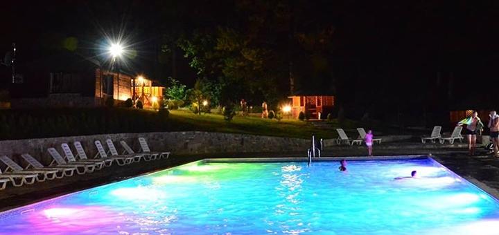 От 3 дней отдыха с завтраками, бассейном и трансфером в отеле «Гірська соната» в Карпатах