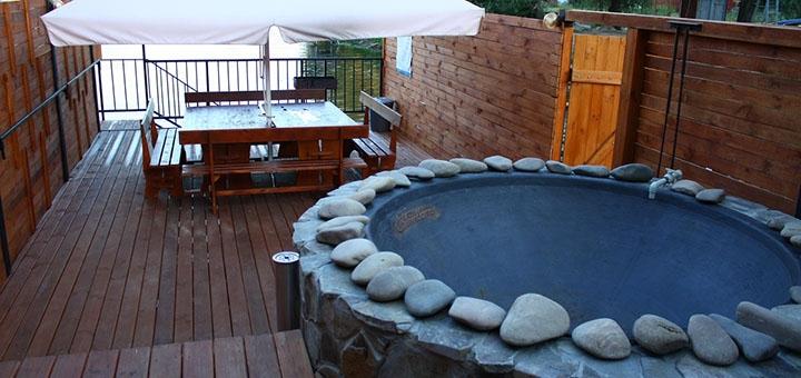 До 4 часов купания в чанах в будние дни для двоих или компании в SPA-комплексе «Баня Афродиты»