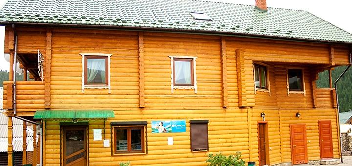 От 3 дней осеннего отдыха с завтраками в отеле «У Василини та Романа» в Полянице