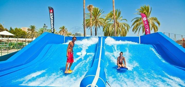 До 30 минут серфинга на искусственной волне в любой день от «Wake Spot» в «Sky Family Park»
