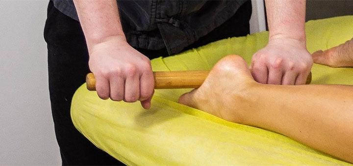 Лимфодренажный массаж горячими бамбуковыми палочками в студии массажа «SlimClub»