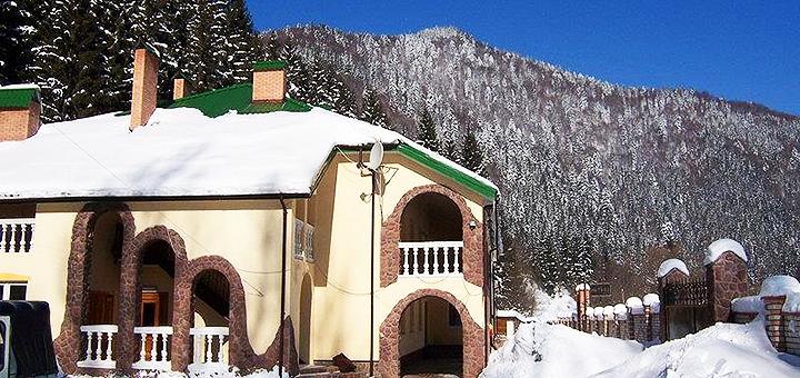От 3 дней на Новый год с питанием и посещением крытого бассейна в отеле «Натали» в Славском
