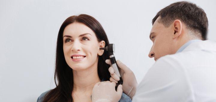 Комплексное обследование у отоларинголога и удаление ушных пробок в медцентре «Астрамедика»