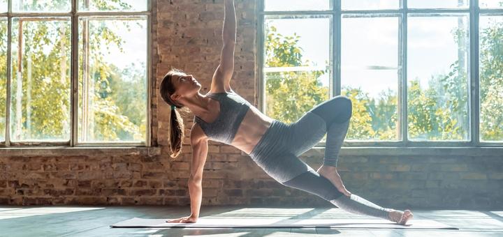 12 онлайн-занятий йогой в студии йоги «SuryaLoka»