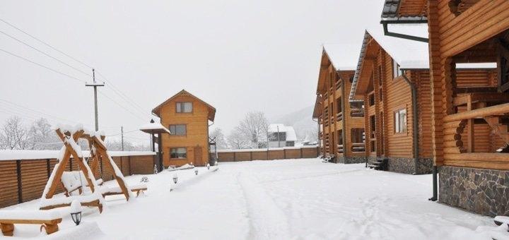 От 4 дней отдыха на Рождество с праздничным ужином в VIP-коттедже «Кременица» в Карпатах