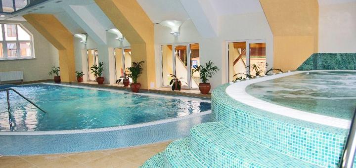 От 3 дней зимой с двухразовым питанием и безлимитным SPA в отеле «Карпатські зорі» в Яремче