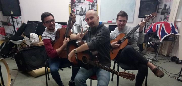 До 8 занятий по обучению вокалу, игре на гитаре, бас-гитаре или барабанах в «Rambros Studio»
