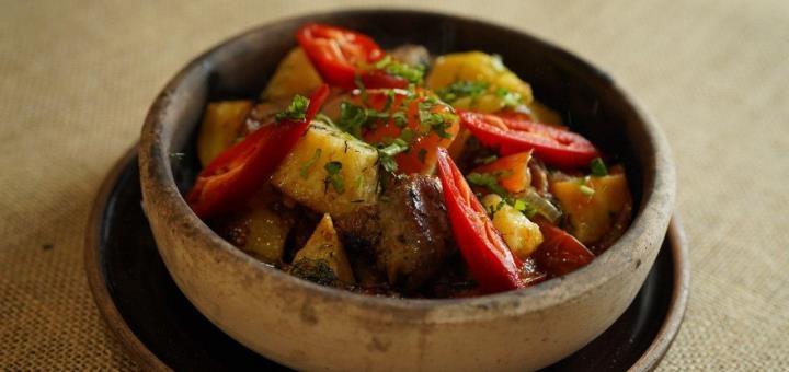Скидка 55% на меню кухни, домашнее вино и чачу в ресторане грузинской кухни «Хванчкара»