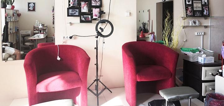 Маникюр и педикюр с покрытием гель-лаком в студии «Vis a Vis Beauty Studio»
