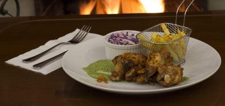 Знижка 50% на бургери, гриль меню і гарячі напої та 40% на все меню кухні у «Holly Bush»