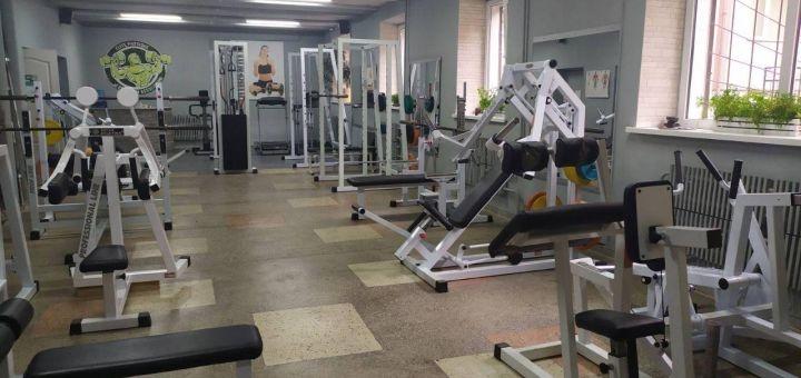 Скидка до 55% на безлимитное посещение тренажерного зала клуба «Адреналин»