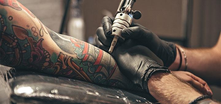 Цветное или черно-белое тату в студии тату и татуажа «TST»