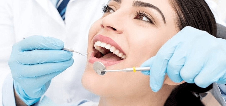 Профессиональная уз-чистка зубов, «Air-Flow» в стоматологическом кабинете Марины Шараповой