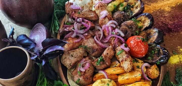 Мясные сеты с домашним вином и чачей в ресторане грузинской кухни «Хванчкара»