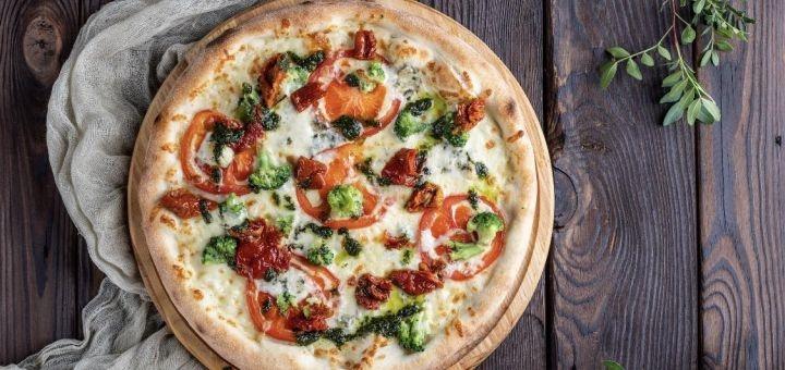 Знижка 50% на піцу та 40% на мілкшейки, основні страви, гарніри і селфі каву в «SelfieCoffee»