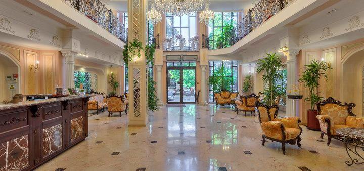 От 2 дней на Новый год с завтраками в пятизвездочном отеле «Калифорния» в центре Одессы