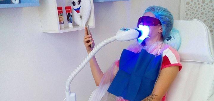 Отбеливание зубов до 12 тонов, чистка и полировка в студии «Smile to you»