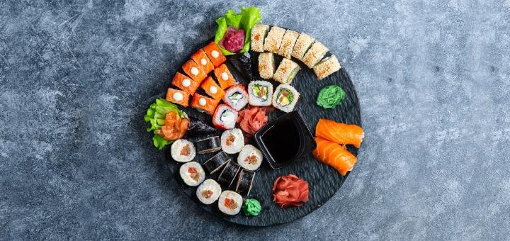 Cкидка 50% на суши-сет «Аки сет» с самовывозом от сети кафетериев японской кухни «FS Ukraine»