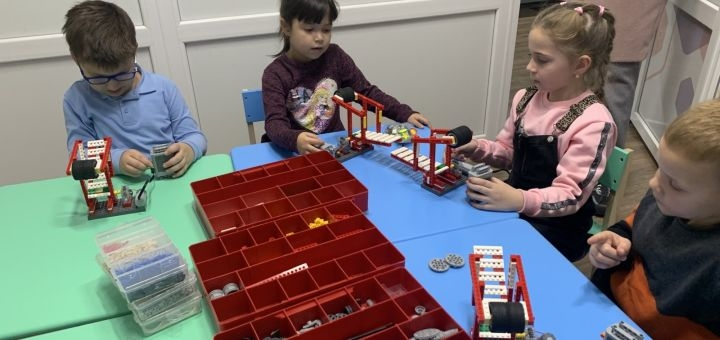 До 8 занятий по робототехнике для детей в клубе «Kids & Robots» в Авангард