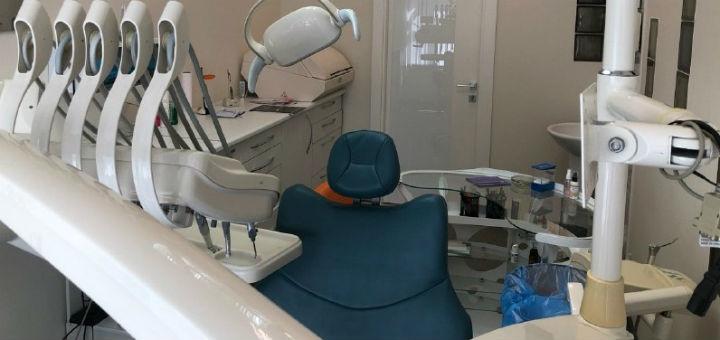 Скидка 56% на профессиональное отбеливание зубов в кабинете стоматологии «Delicate dentist»